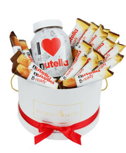 nutela čokoladne dobrote postavljene v belem vedru bucket of love