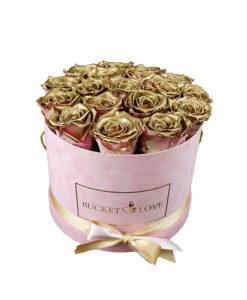 roza žametna škatla v njej pa veliko zlatih vrtnic