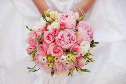rožnat šopek rož primeren za poroko