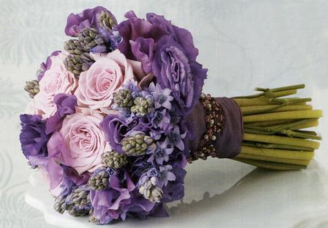 vijolični poročni šopek