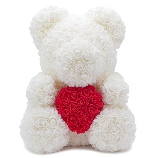Medvedek iz penastih vrtnic s srčkom
